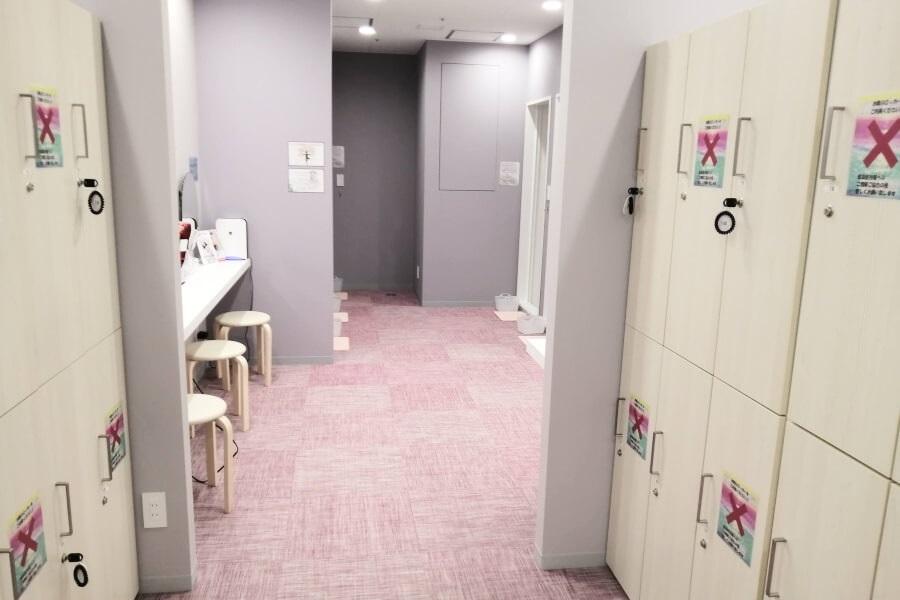 ホットヨガ「アミーダ」の女性更衣室