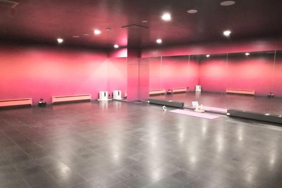 ホットヨガ「アミーダ有明ガーデン店」のスタジオ