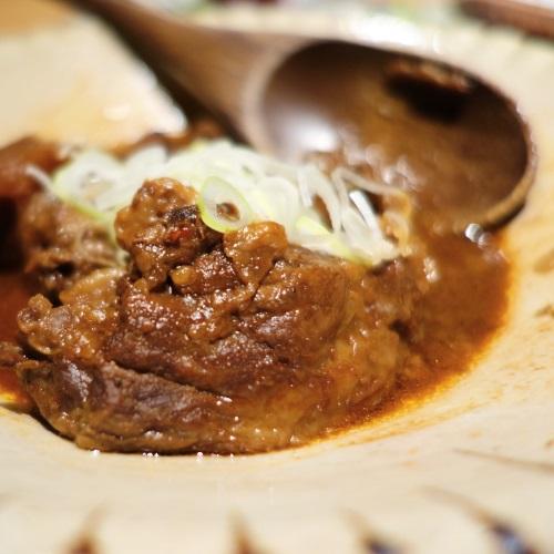 蕎麦居酒屋「彩海」の宮古牛味噌煮込み