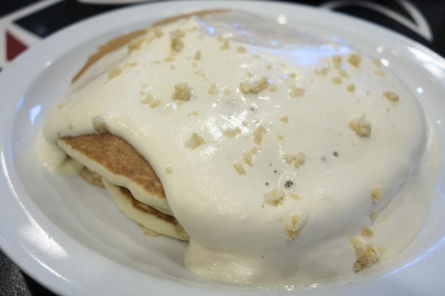 ブーツアンドキモズのマカダミアナッツソースパンケーキ