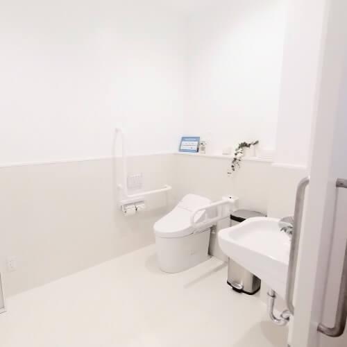 CLUB PILATES(クラブピラティス)センター北店のトイレ