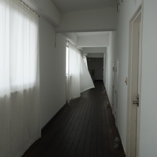 イーフビーチホテルの廊下(昼)