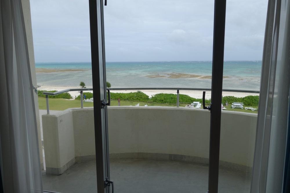 イーフビーチホテルの客室からの眺め