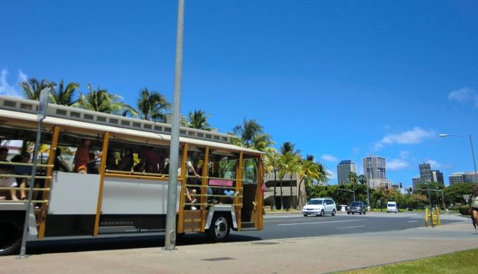 ハワイのトロリーに無料で乗る方法
