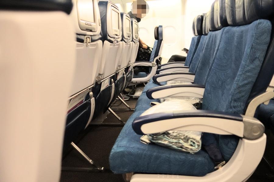 ハワイアン航空のエコノミー席の広さ