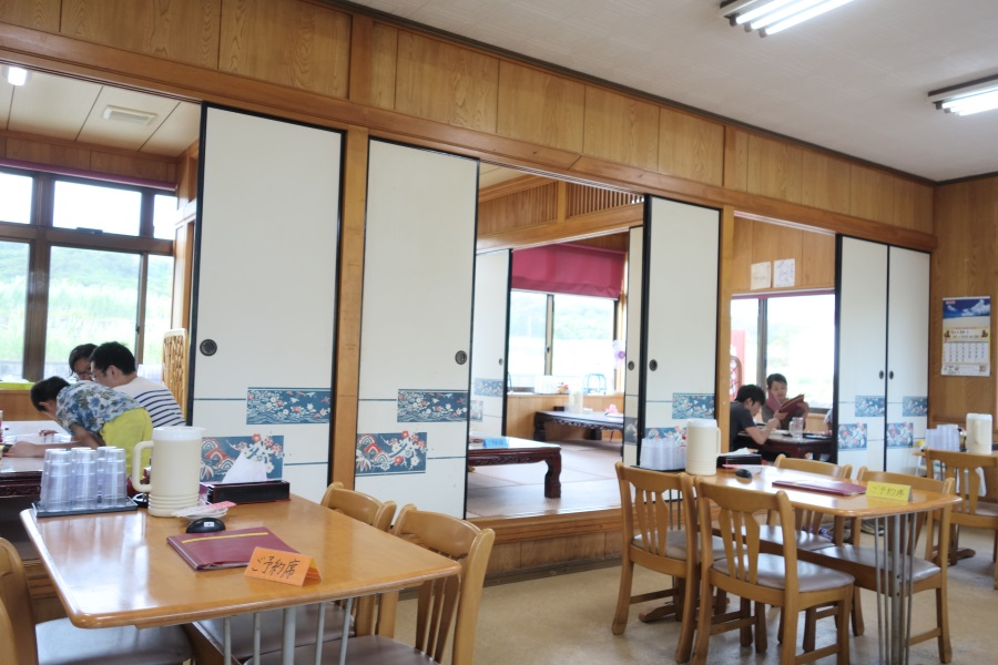 ひろちゃん食堂の店内