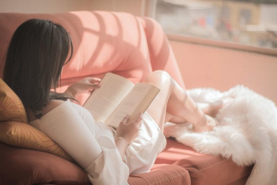 おうち時間を充実させる過ごし方4.読書をする