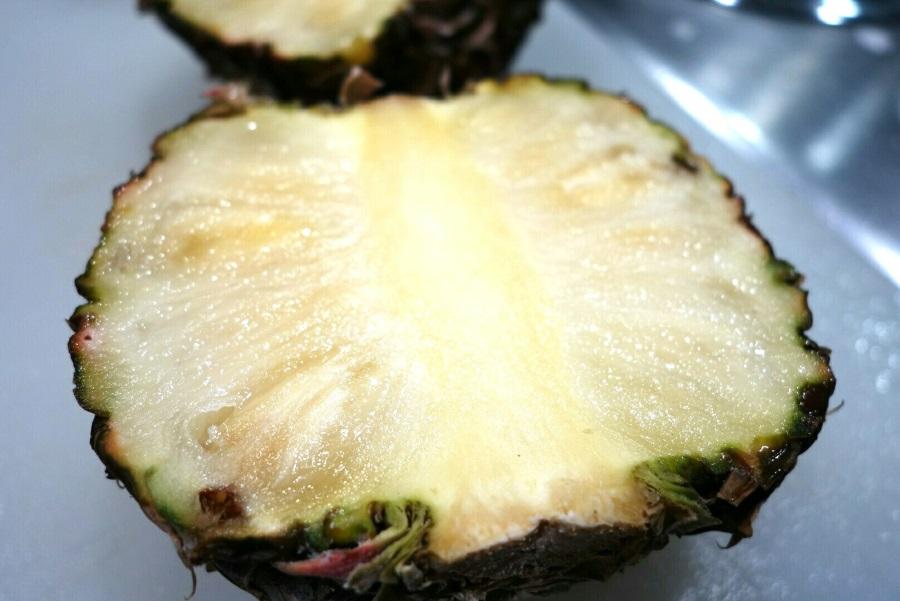 ハニークリームパイナップルの切り方
