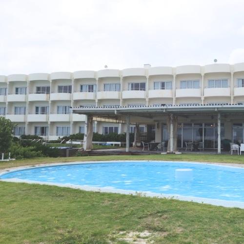 イーフビーチホテルのプール