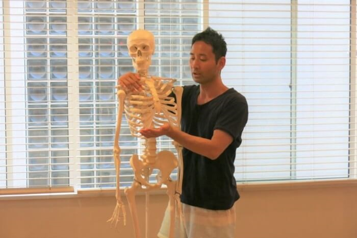 リラヨガのティーチャートレーニングの解剖学の講義風景