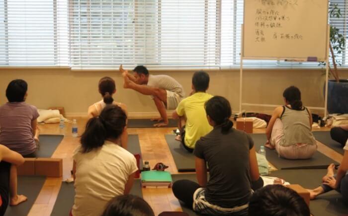 リラヨガのティーチャートレーニングで乳井先生が担当しているところ