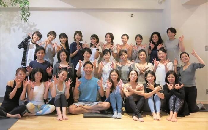 RYT200取得コースがある東京のヨガスクールの選び方で、卒業後のフォローがあるイメージ