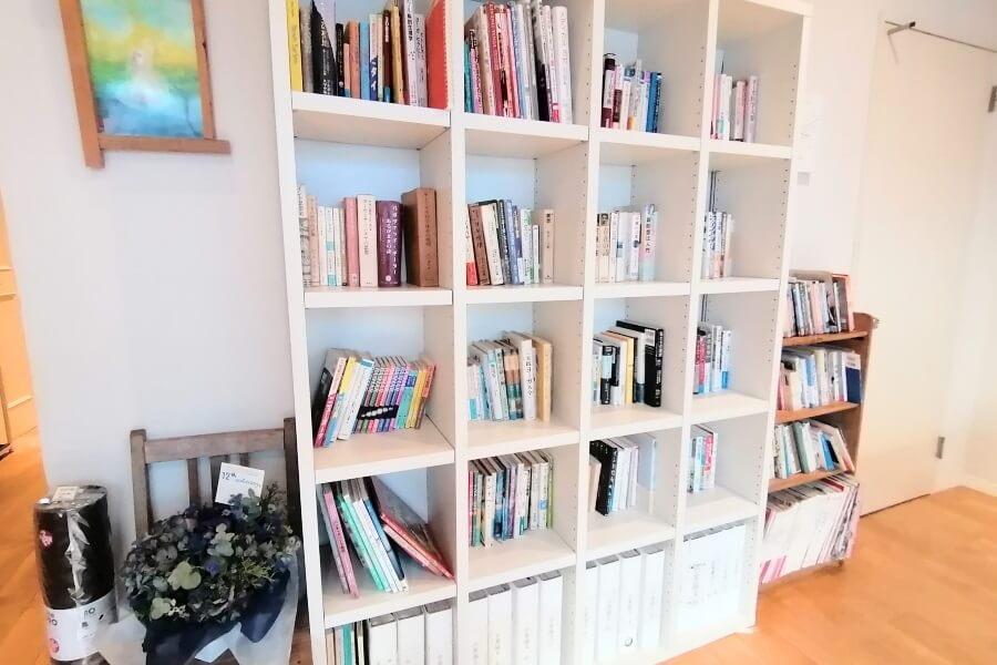 リラヨガ・インスティテュートの本棚
