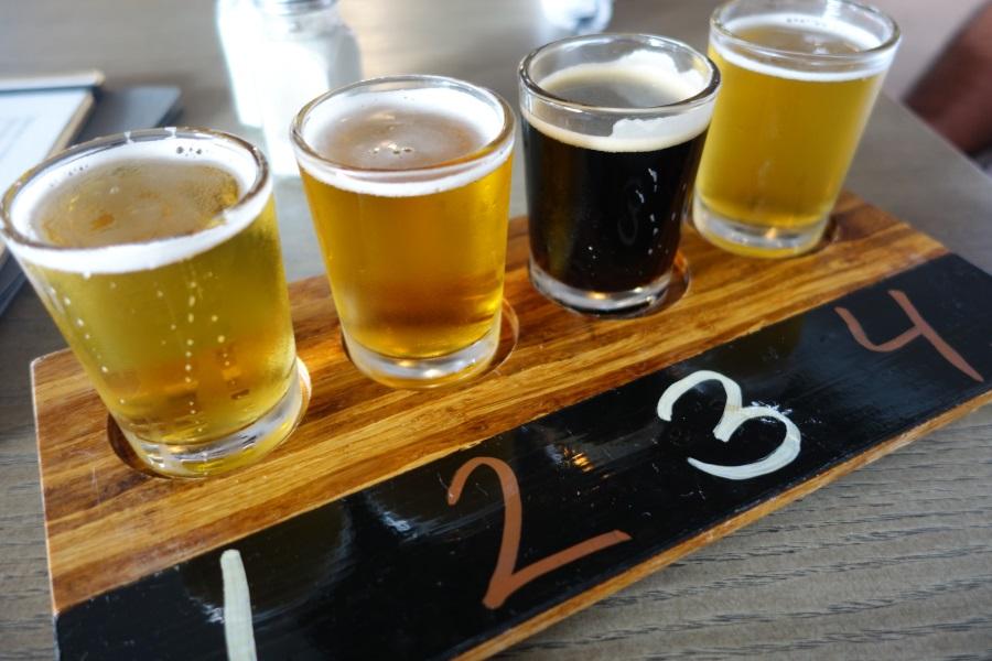 マウイブリューイングカンパニーのハッピーアワーのビールの飲み比べ