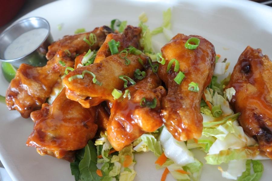 マウイブリューイングカンパニーのハッピーアワーで食べたメニュー「チキンウィングス」
