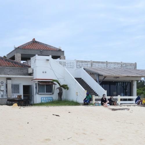 与那覇前浜ビーチの海の家