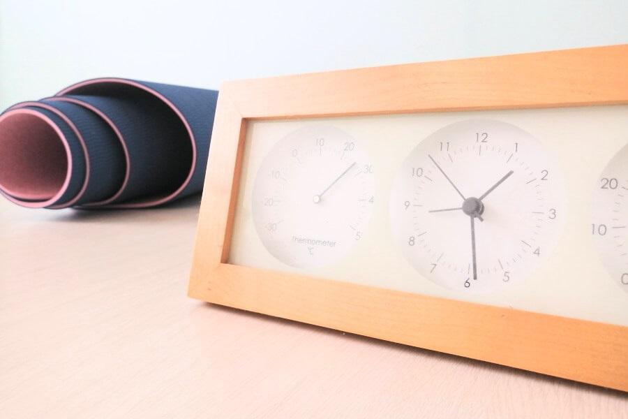 オンラインヨガは時間が有効に使えるメリットがあるというイメージ