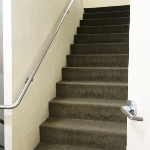 プールへの階段