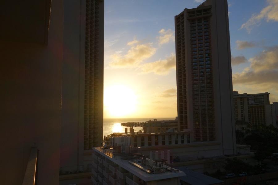 パシフィックモナークの客室から夕日の眺め