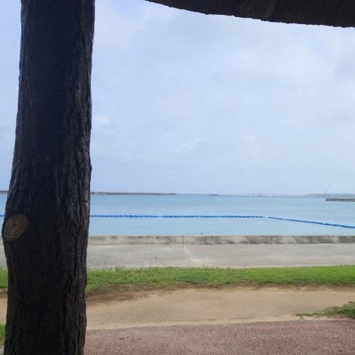 東屋からパイナガマビーチの眺め