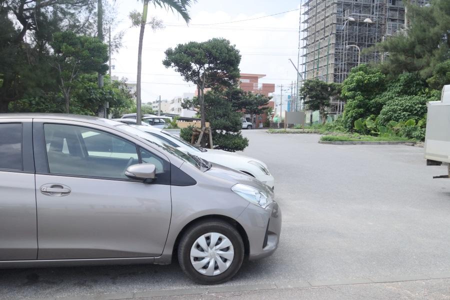 パイナガマビーチの駐車場