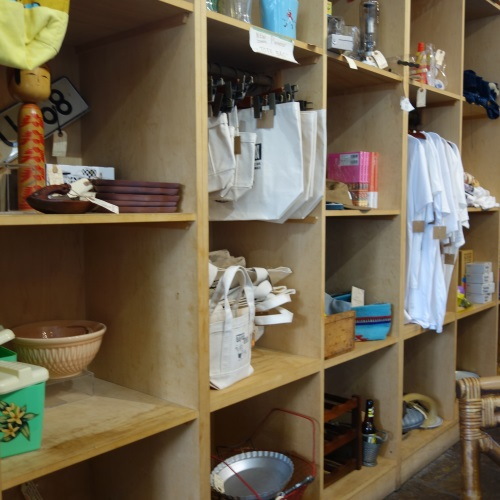 パイオニアサルーンで売られている雑貨