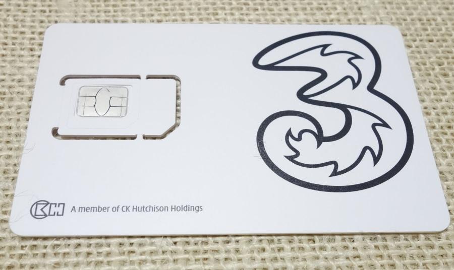 ハワイやアメリカで使える格安SIMカードの大きさ