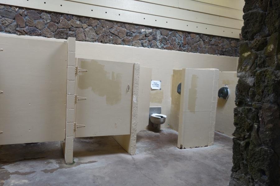 ワイマナロビーチのトイレの中