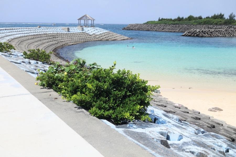 わいわいビーチの防波堤の右側