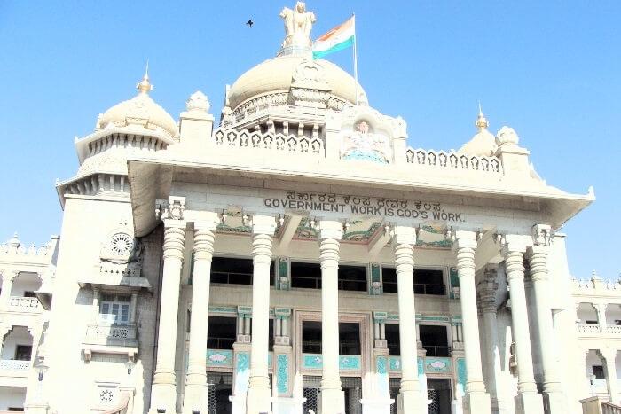 インド中央政府の公認ヨガ資格