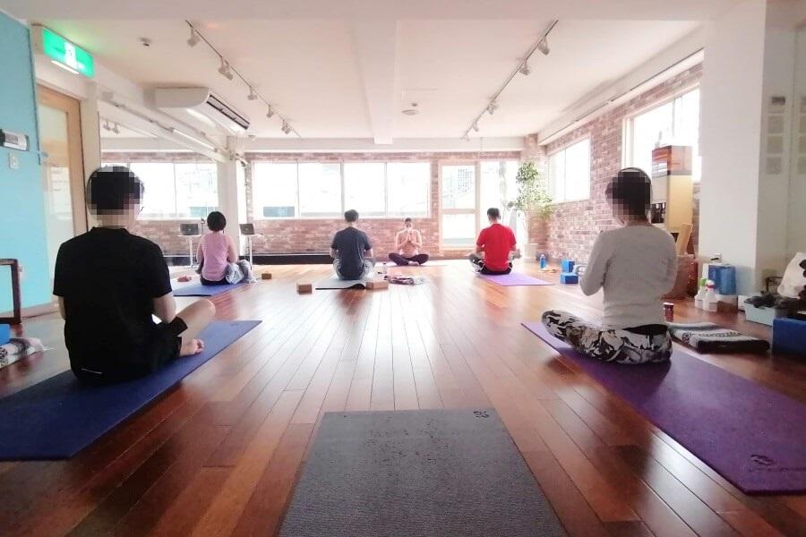 YogaWorksのRYT200取得コースを開催するzen placeのスタジオ