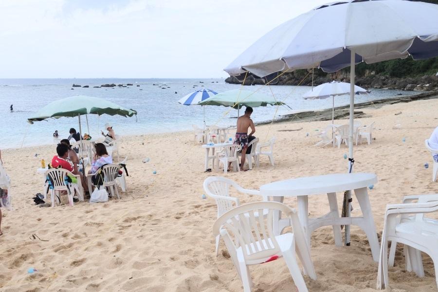 吉野海岸のパラソルセット