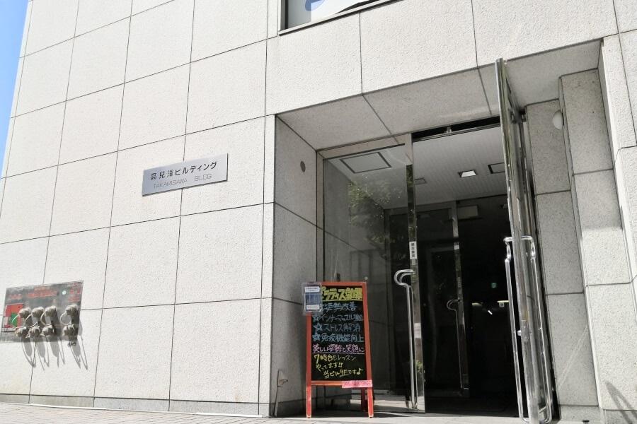 zen place pilates by basi pilates横浜が入っているビルの入り口